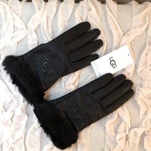 BNWT UGG logo women's black leather gloves small